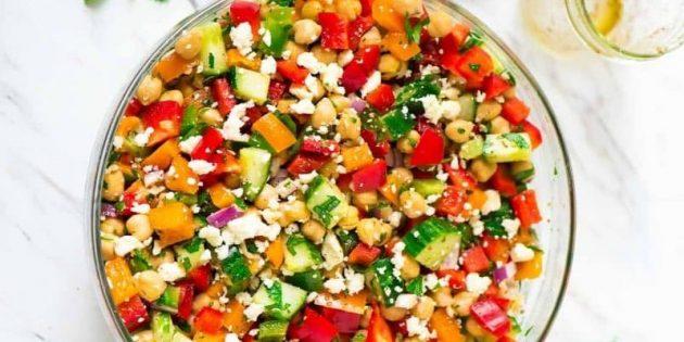 Рецепты с нутом: Салат с нутом, перцем и сыром фета