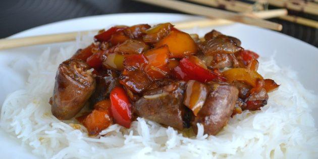 Рецепты: Куриные сердечки в соевом соусе с овощами