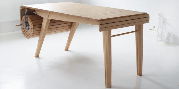 Большой обеденный стол с разворачивающейся столешницей