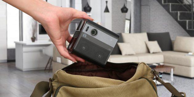 Мини-проектор. Легко помещается в сумку