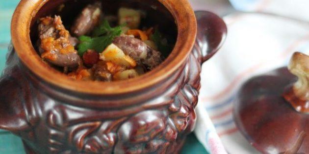 Рецепты: Куриные сердечки с картошкой в горшочках