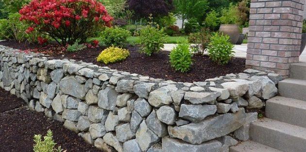 Как сделать клумбы из камней своими руками