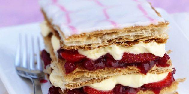 со слоёным тестом: Быстрый слоёный торт с ягодами
