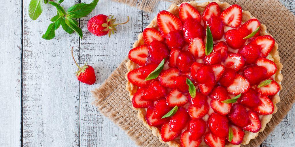 Клубничный пирог - рецепты приготовления начинки из протертых, свежих или замороженных ягод и теста