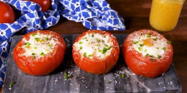 Как приготовить яйца в духовке: Запечённые яйца в корзинках из помидоров