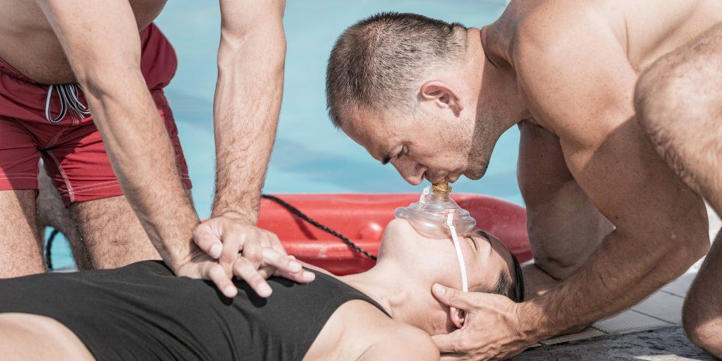 Как спасать утопающего правила поведения в воде