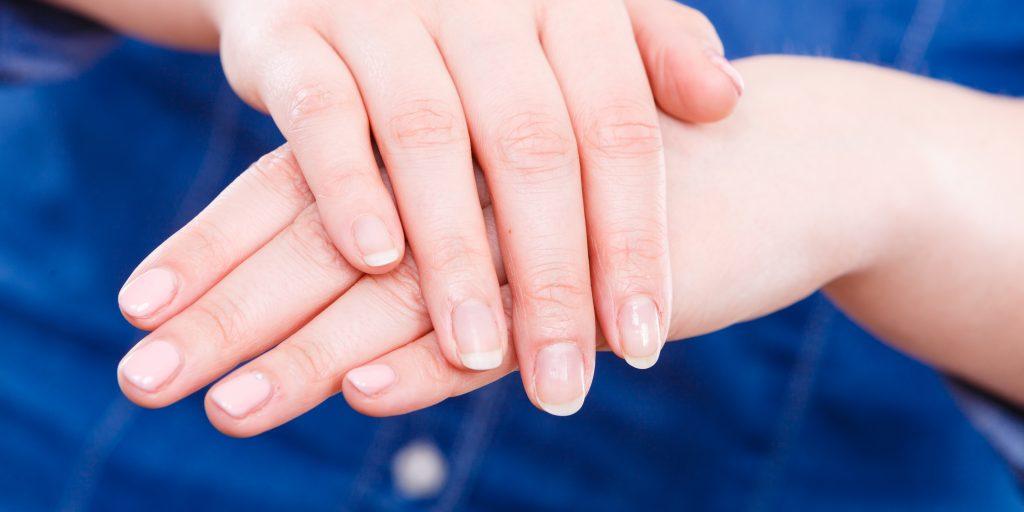 Продольные бороздки на ногтях грибок