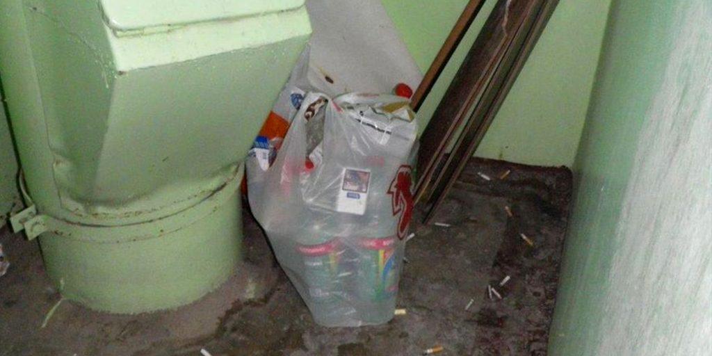 Соседи оставляют мусор на лестничной клетке закон
