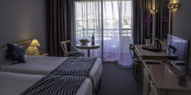 Отели для отдыха с детьми: Отель PALM BEACH 4*, Ларнака, Кипр