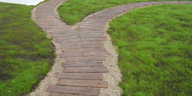 Садовые дорожки из досок или брусьев