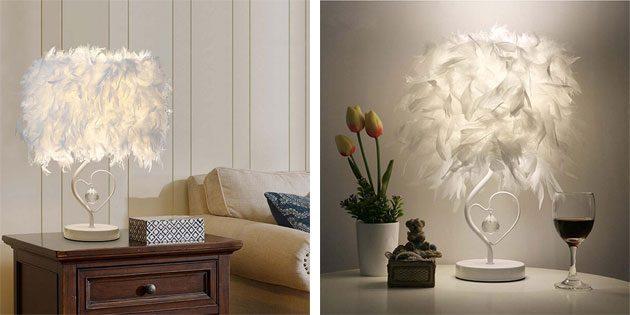Лампа с абажуром из перьев