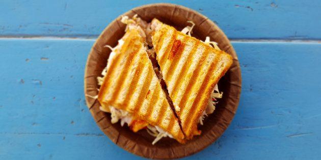 плавленый сыр: Горячие сэндвичи с индейкой, сыром и руколой