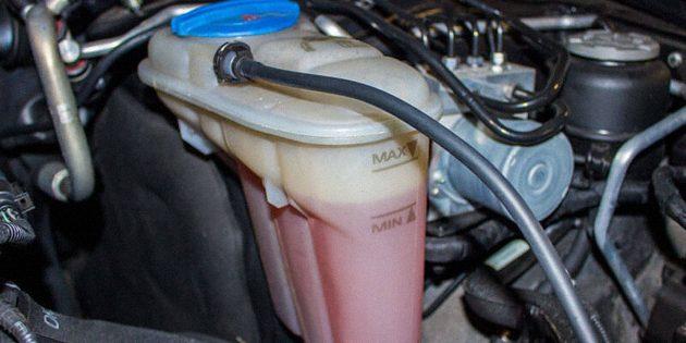Охладить автомобиль. Проверьте систему охлаждения