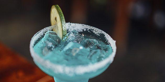 Классические алкогольные коктейли: Голубая лагуна
