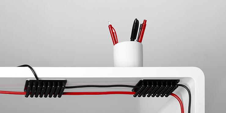 Грызёт провода. Фиксируйте кабели, чтобы они не свисали