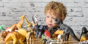 Чем занять маленького ребёнка: 15 интересных развивающих игр