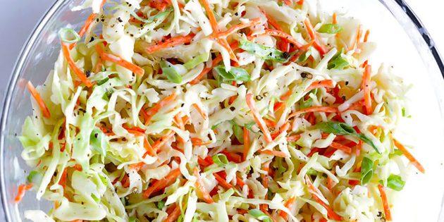 салаты из свежей капусты: Салат с капустой, морковью и йогуртово-медовой заправкой