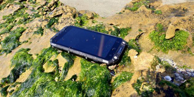 Защищенный смартфон Poptel P9000 Max: Экран на солнце