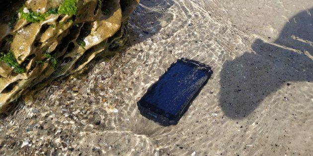 Защищенный смартфон Poptel P9000 Max: Под водой