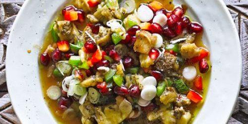 Салат с баклажанами, болгарским перцем, гранатом и остро-сладкой заправкой