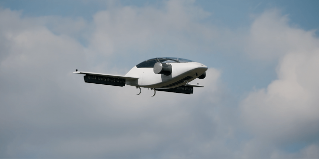 Летающий самолёт LiliumJet