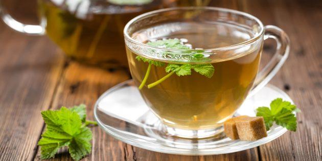 Зелёный или чёрный чай с листьями смородины