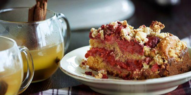 Рецепт: Пирог с малиной, мёдом, виски и гранолой