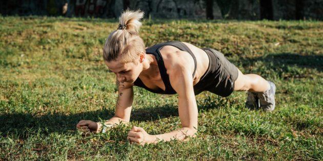 Тренировка на улице: Планка на предплечьях