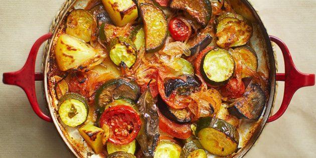 Блюда из овощей: Запечённое овощное рагу в томатном соусе