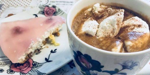 Холодный кофе с бананом и мороженым