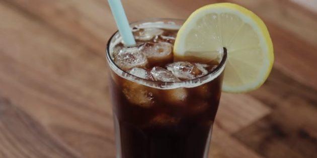 Холодный кофе с колой и вишнёвым соком