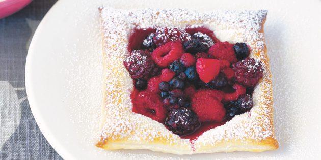 Быстрые и вкусные блюда: Слойки с ягодами