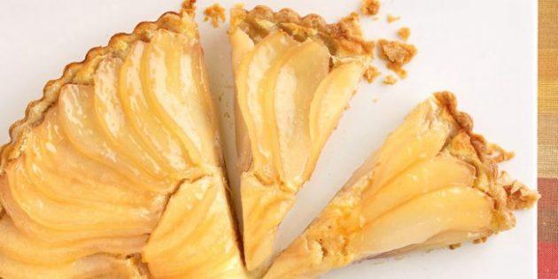 Пирог с грушами, абрикосовым джемом и миндальным кремом