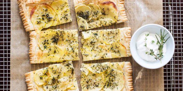 Блюда из овощей: Слоёный пирог с картофелем и травами