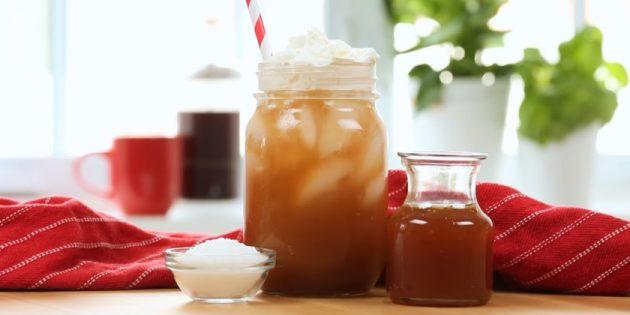 Холодный кофе с солёной карамелью