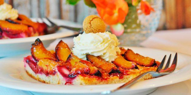 10 простых пирогов со сливами для любителей лёгкой кислинки