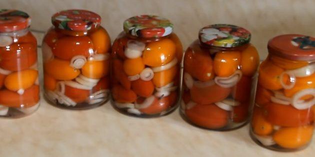 Рецепты: Маринованные помидоры с луком