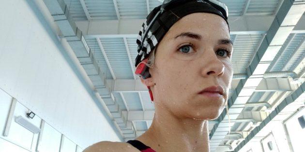Наушники для спорта: Использование в бассейне