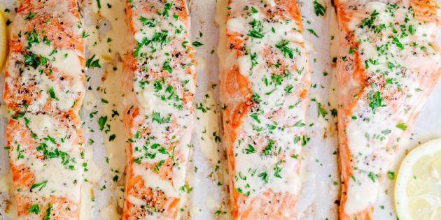 Запечённый лосось под сливочно-лимонным соусом