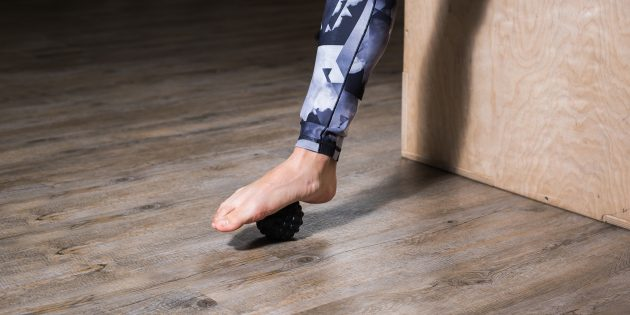 Упражнения при плоскостопии: Массаж мячиком