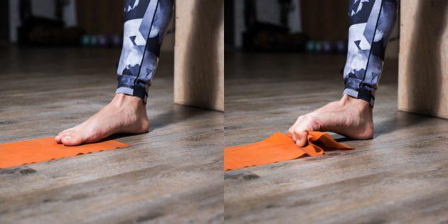 Упражнения при плоскостопии: Подтягивание полотенца