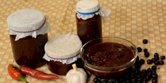 Рецепты: Аджика из черноплодной рябины
