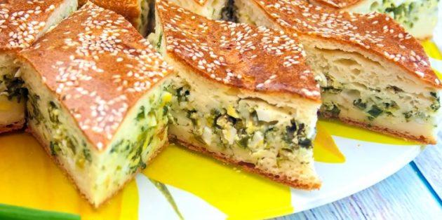 Заливной пирог с яйцами и зелёным луком