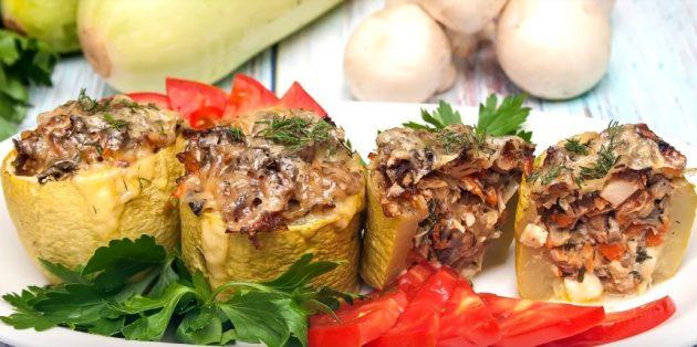 Запечённые фаршированные кабачки с курицей, грибами и сыром
