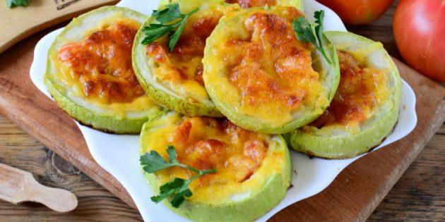 Кабачки, фаршированные помидорами и запечённые в духовке