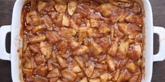 Запечённые яблоки в карамели