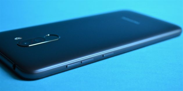 обзор Xiaomi Pocophone F1: Кнопки