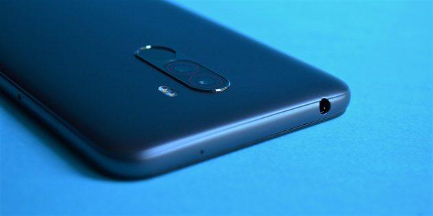 обзор Xiaomi Pocophone F1: Разъём для наушников