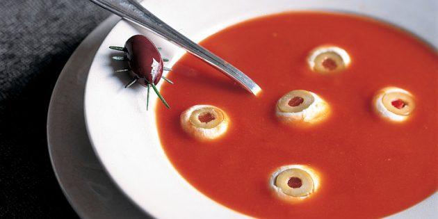 Блюда на Хэллоуин: Томатный суп-пюре с глазами