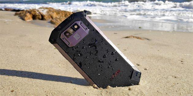 Doogee S70 в песке
